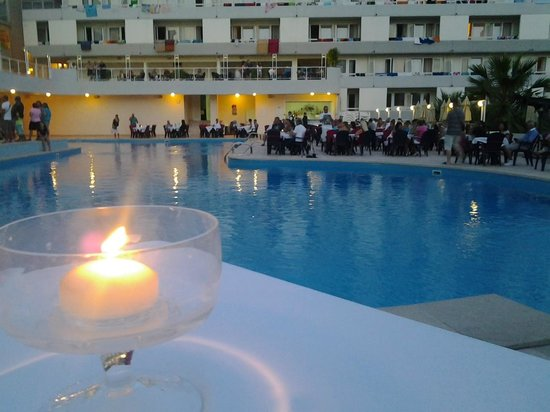 Hotel Delfin: la sera in piscina