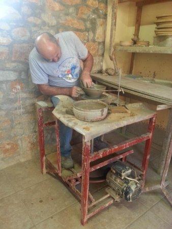 Safari Club Crete: Making pottery
