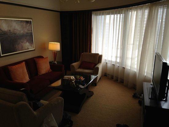 Shangri-La Hotel Kuala Lumpur: Wohnzimmer der Premier Selection Suite