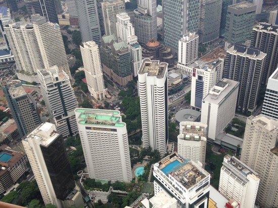 Shangri-La Hotel Kuala Lumpur: Blick vom Fernsehturm auf das Hotel
