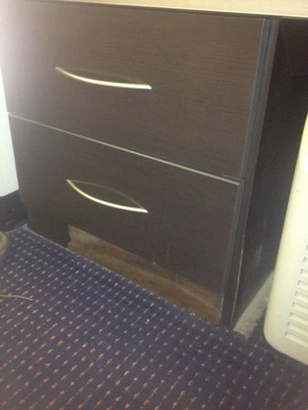 Microtel Inn & Suites by Wyndham Bowling Green: Room 105, kick plate missing. Where is it? Glue it back in or paint the area black so you don't