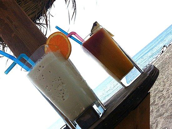 Perissa Beach: Смузи 5 евро
