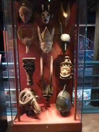 International Slavery Museum: objets rituels et artistiques