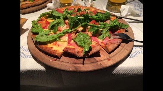 Sirocco: Pizza con crudo e rucola