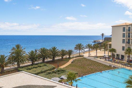 Vila Galé Santa Cruz: вид с балкона в сторону бассейна