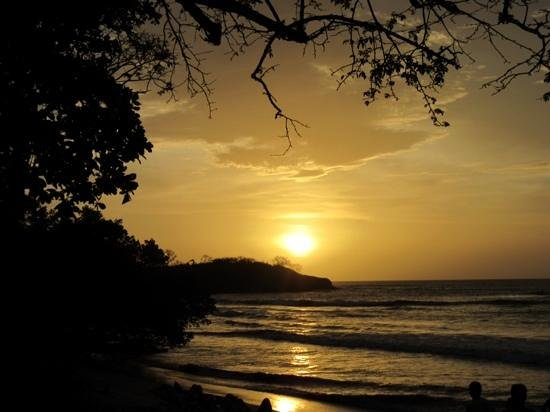 Hotel Capitan Suizo: sunset at beach from property