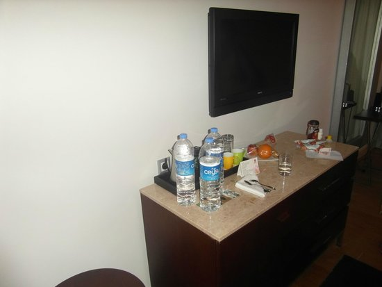 Barut Lara: TV/Mini bar