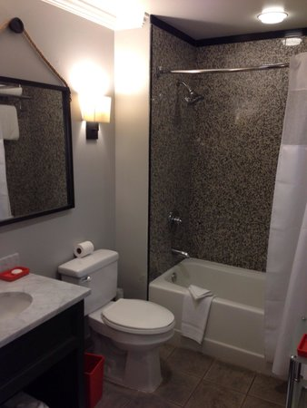 Amara Resort & Spa, a Kimpton Hotel: Standard bathroom