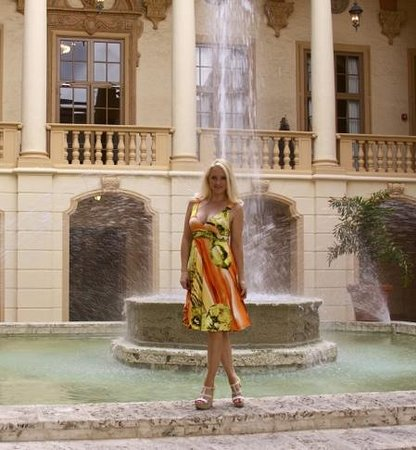The Biltmore Hotel Miami Coral Gables: I found a beautiful court yard and fountain while strolling the property.