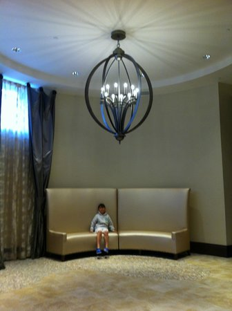 Wyndham Grand Orlando Resort Bonnet Creek: Pool lobby area