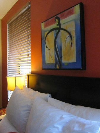 Marrakech Hotel on Broadway : Our room art