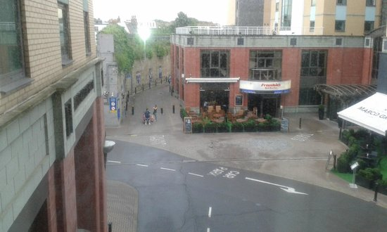 Millennium & Copthorne Hotels at Chelsea Football Club : τι έβλεπα από το δωμάτιο που έμενα