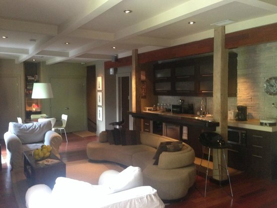 Sir Montcalm: Shared living room