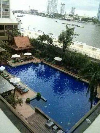 Ramada Plaza Bangkok Menam Riverside: pool