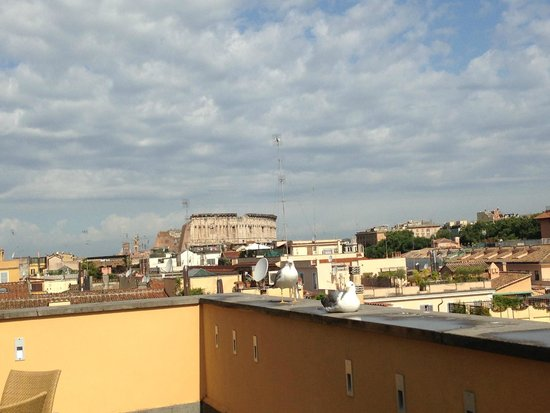 Capo d'Africa Hotel: view from the restaurant to the Colosseum