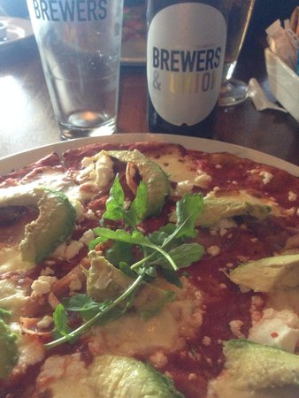 Charlies Pizza & Pasta Summerstrand: Great pizza. Awesome location. Amazing craft beers and good prices. All in all a great experienc