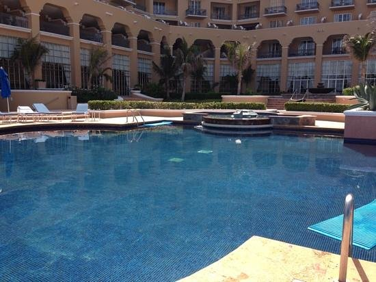 Ritz-Carlton Cancun: TAN CALIENTE COMO UN JACUZZI