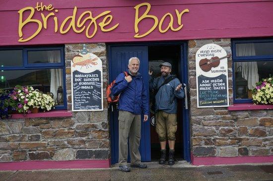 Wolfhound Adventure Tours : Bridge Bar - Portmagee