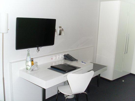 Novum Winters Hotel Checkpoint Charlie: Schreibtischbereich