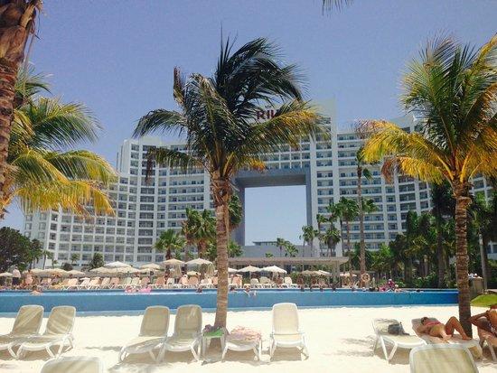 Hotel Riu Palace Peninsula: from the beach..........