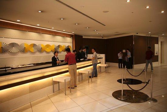 Shibuya Excel Hotel Tokyu: front desk