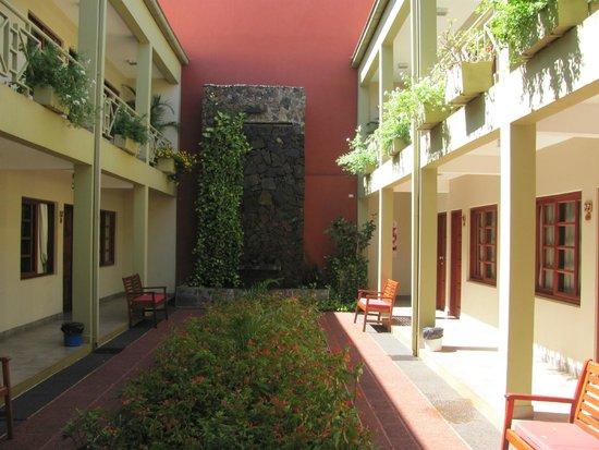 Hotel Jardín de Iguazú: Esta parte es hermosa pasillo abajo entre habitaciones