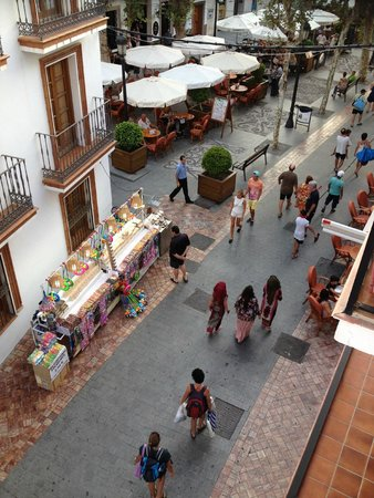 Hotel Puerta del Mar : View from our triple room overlooking the square