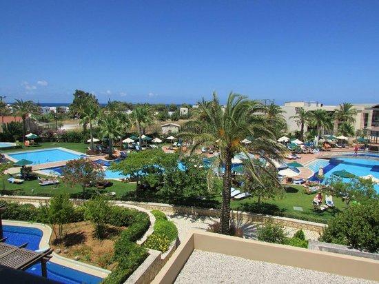 Minoa Palace Resort: Pool view room.