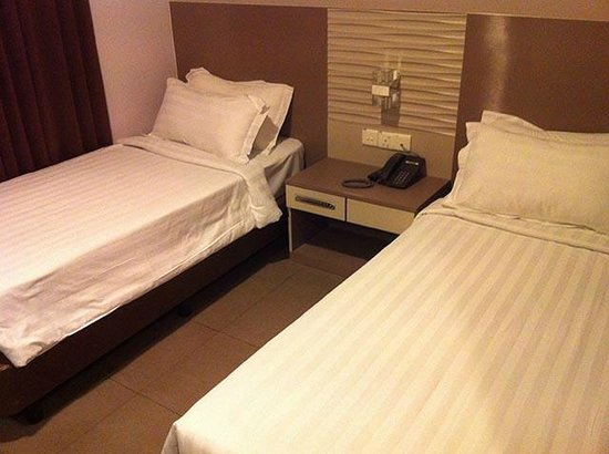 Fragrance Hotel - Imperial: Beds are really thin