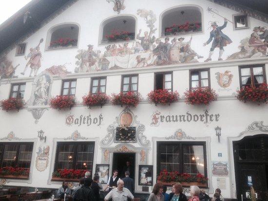 Fraundorfer: Gasthaus entrance
