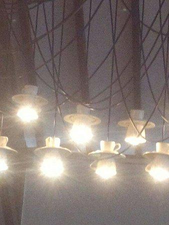 Cafe Batu Jimbar: 照明が素敵です