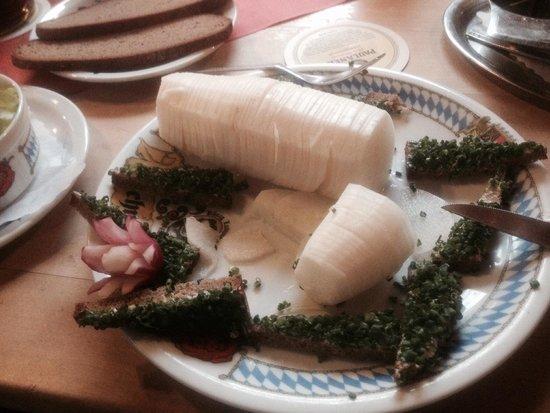 Fraundorfer: Radish and brown bread appetizer
