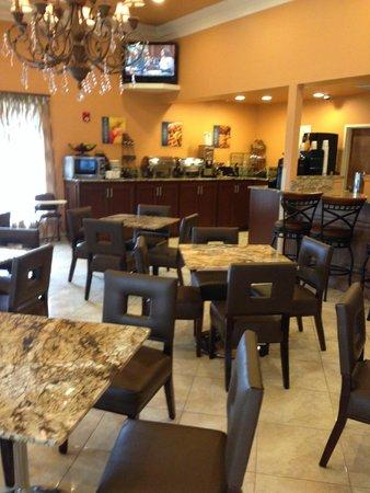Best Western Plus Vermilion River Suites Hotel: Breakfast area