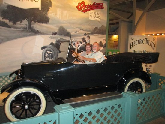 Henry-Ford-Museum: Enjoying the antique car experience