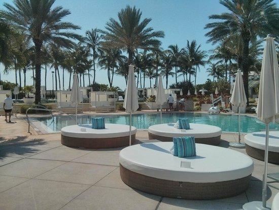 Fontainebleau Miami Beach: la piscina