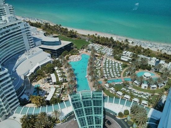Fontainebleau Miami Beach: vista delle piscine dalla stanza