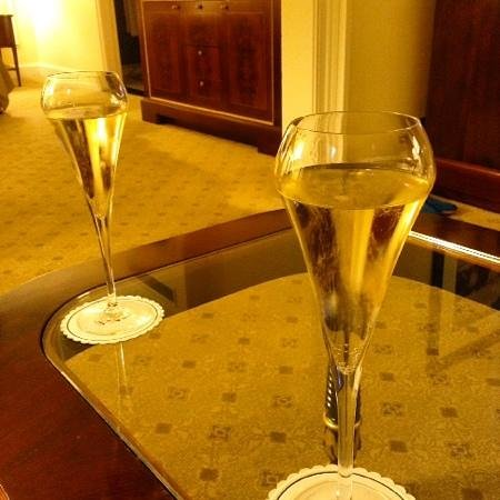 The Shelbourne Dublin, A Renaissance Hotel: champagne in the afternoon❤️