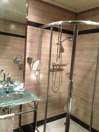 Maydrit Hotel: La placa de ducha