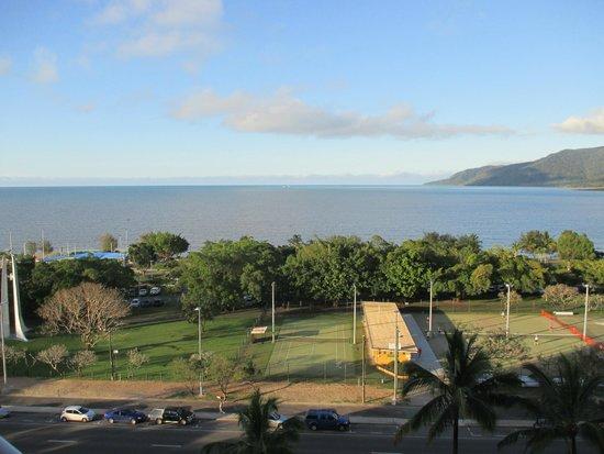 Rydges Esplanade Resort Cairns : View from ocean view room