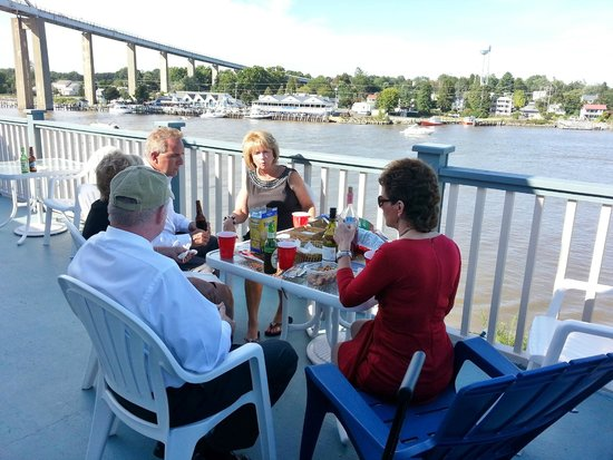 Ship Watch Inn: Breakfast on the Deck