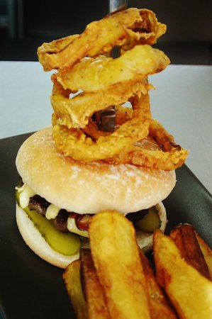 Marabu Lounge: Artisan Burger