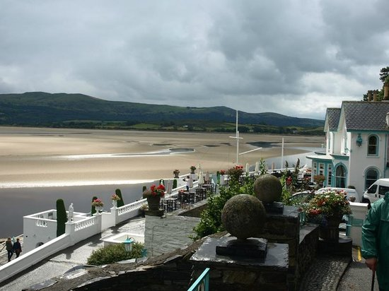 Portmeirion Village: View of the estuary and Gwesty hotel
