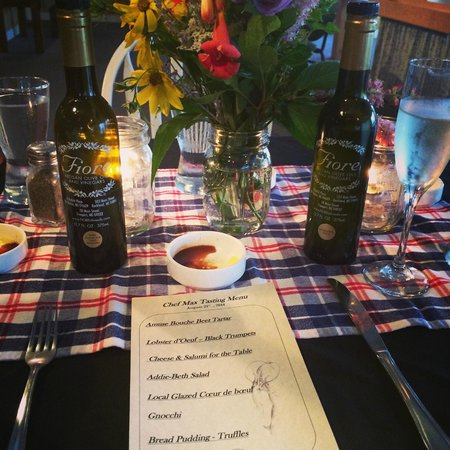 The Landings : table setting