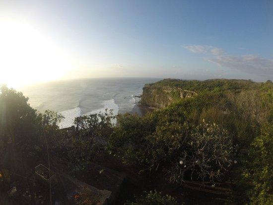 Templo de Uluwatu: the cliffs
