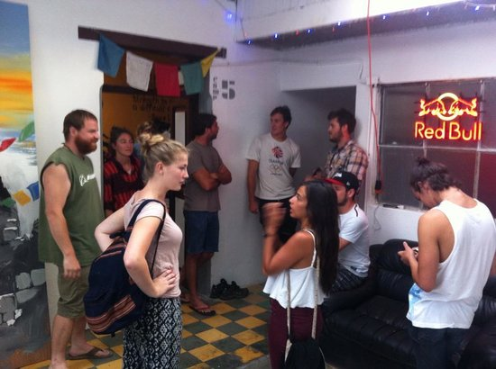 Base Camp Hostel: Happy Hour and Pre-Trip Meeting. :)