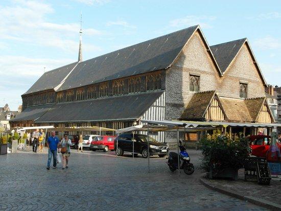 Église Sainte-Catherine : L'esterno