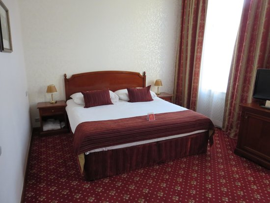 Boutique Hotel Seven Days: 寝心地の良いベッドでした