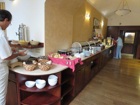 Boutique Hotel Seven Days : 朝食も豪華ではありませんが十分な内容です