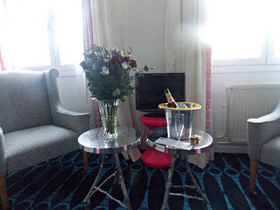 Hôtel Lorette - Astotel : What a lovely surprise thanks to my Husband and Hotel Lorette Opera