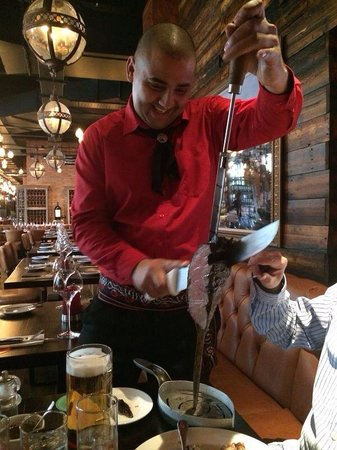 Fazenda Rodizio Bar and Grill : Meat to your table